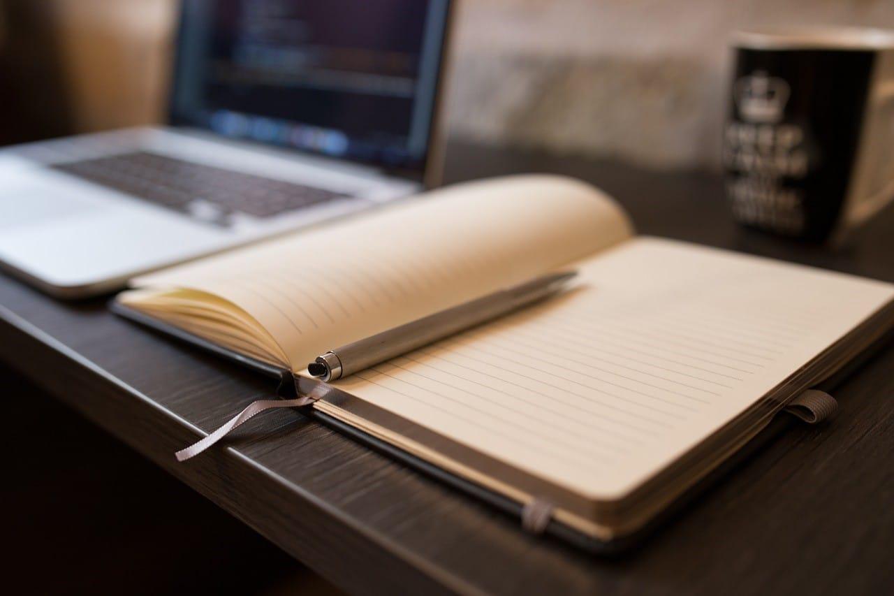 机とノート