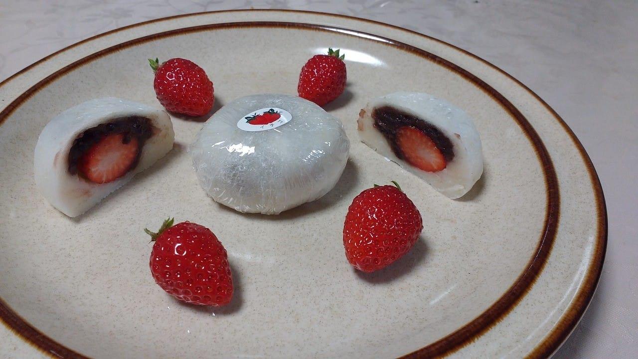イチゴの大福の紅白もち