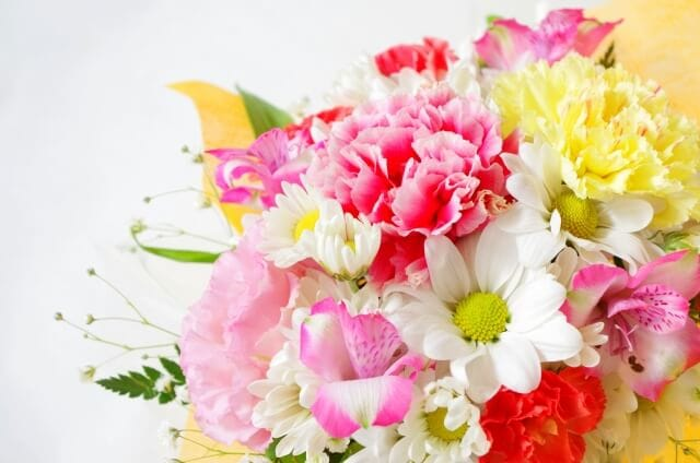 還暦祝いに華やかな花束を