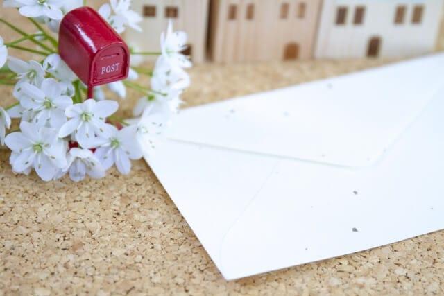 手作りのメッセージカードを添える