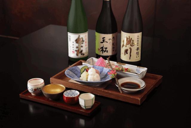 日本酒と酒器とつまみ