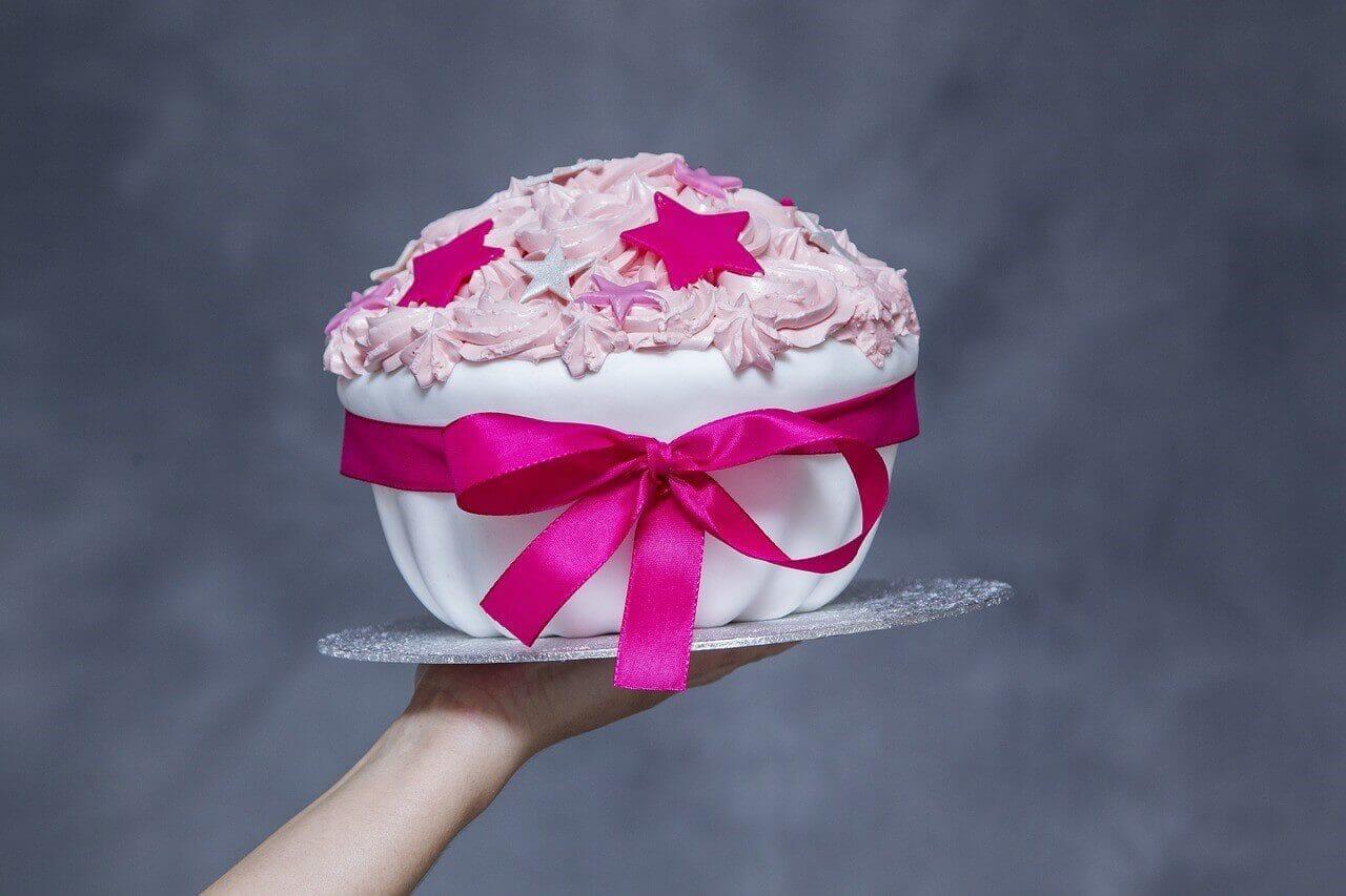 サプライスをイメージしたケーキ
