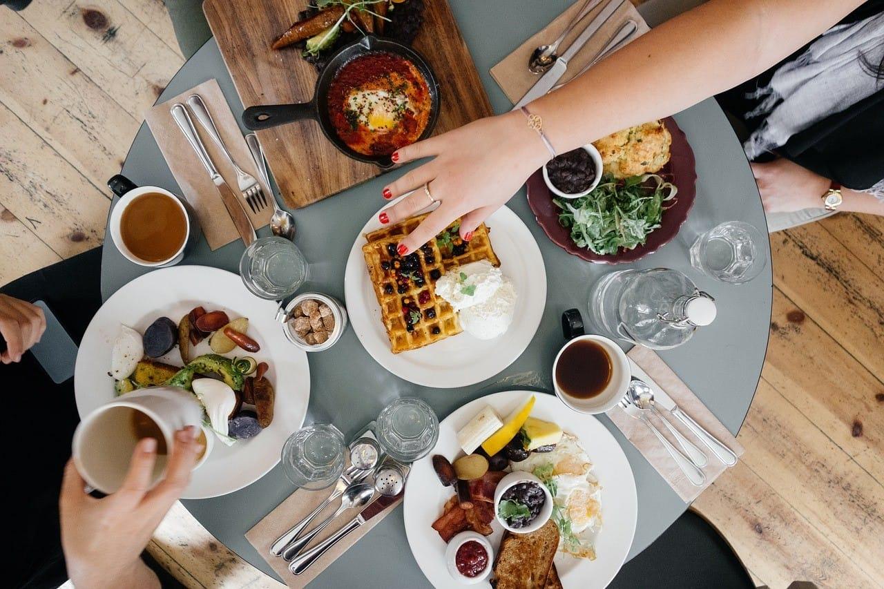 自宅の食事会イメージ