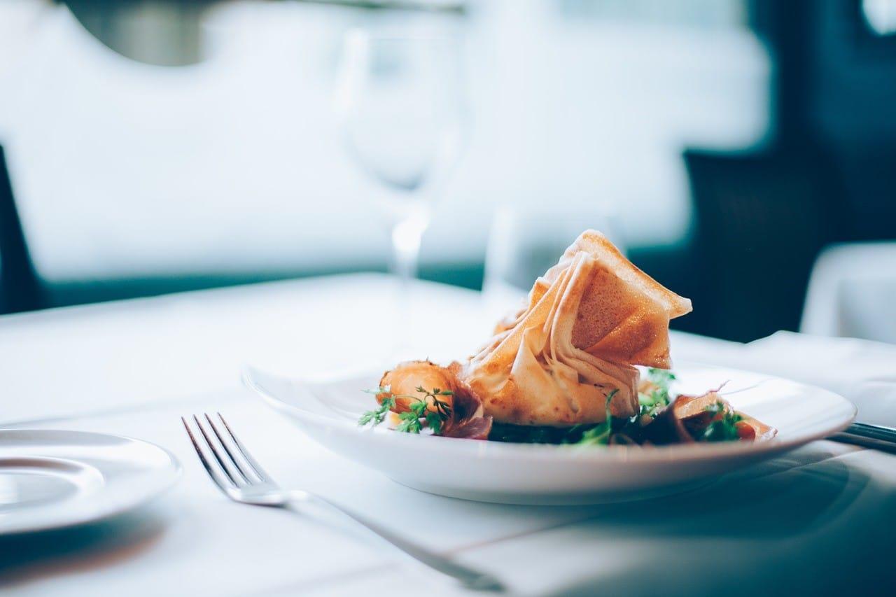 レストランの食事イメージ