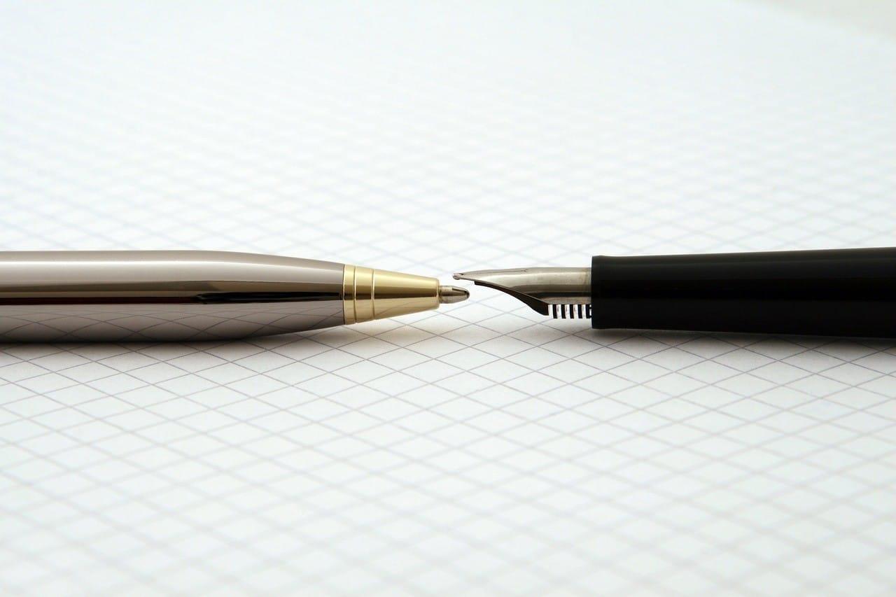 ボールペンと万年筆