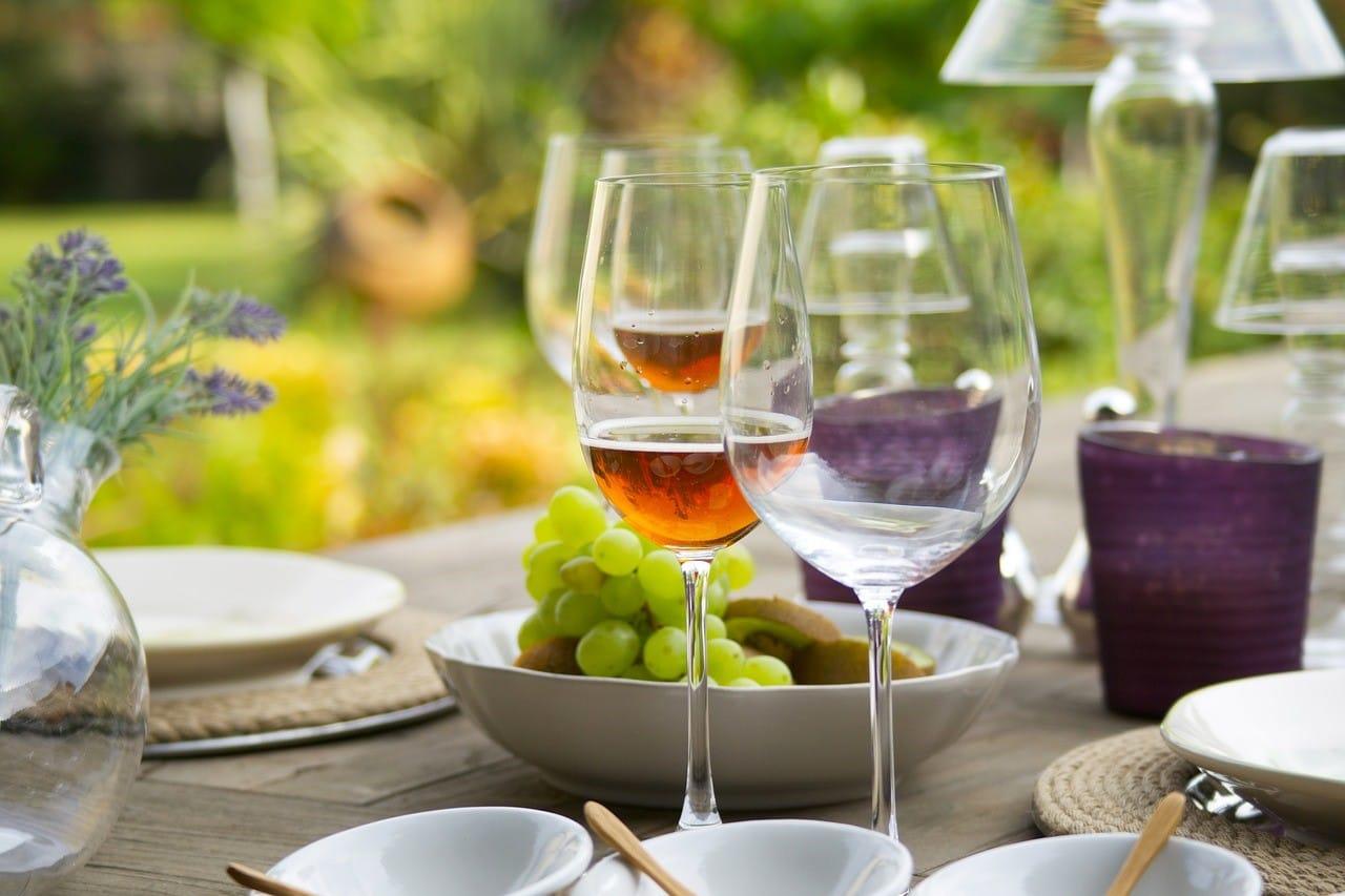 食事準備のテーブル
