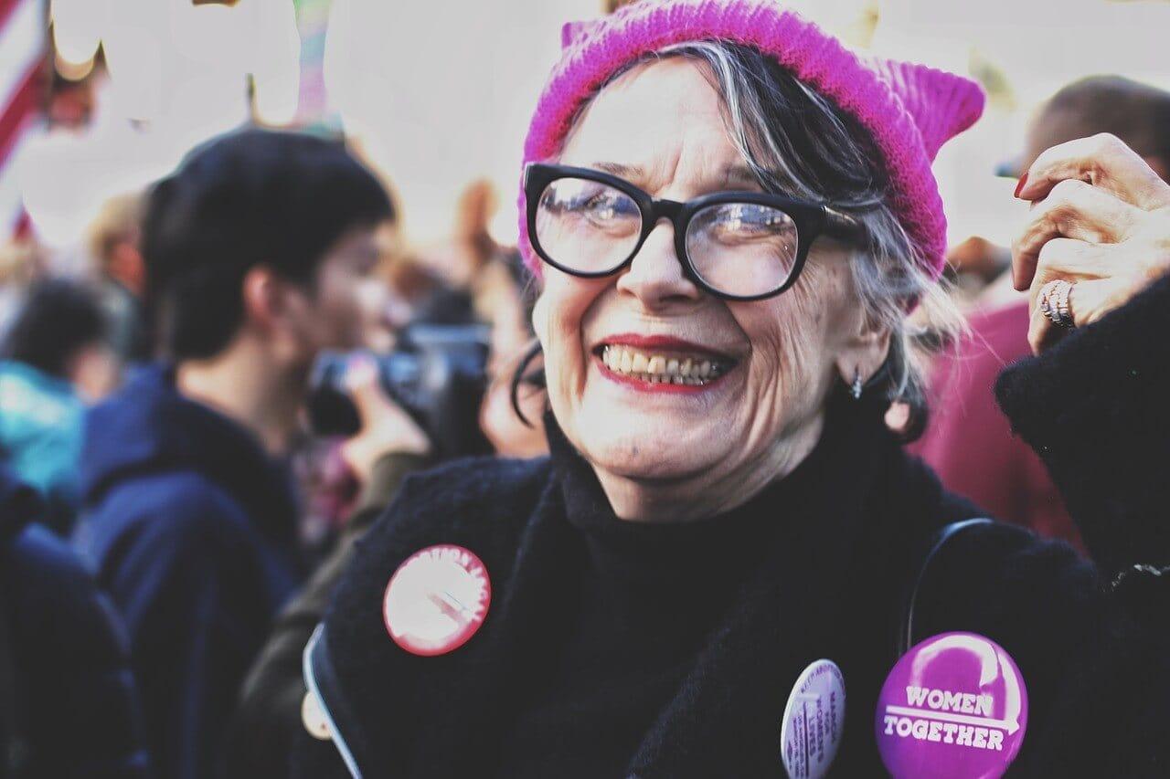 70歳のお祖母ちゃんが笑っている