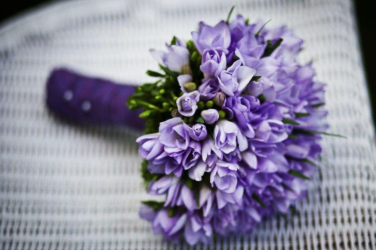 古希のカラーに合わせた紫色の花
