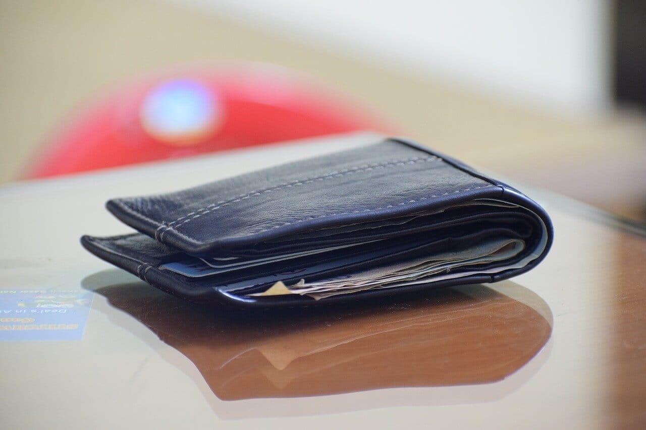 プレゼントの予算を象徴する財布