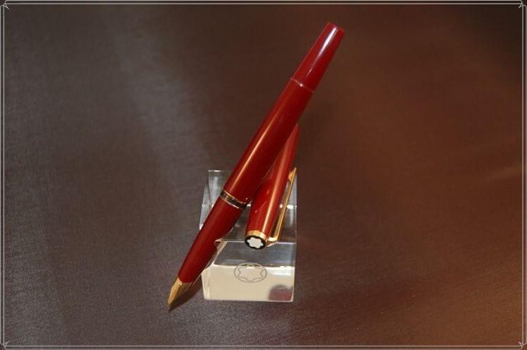 赤い万年筆