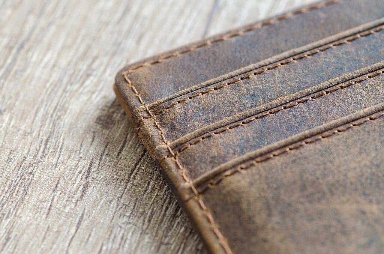 茶色の革の財布