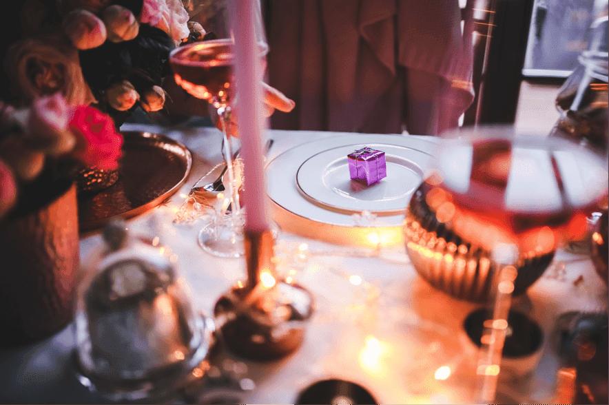 パーティーの食事イメージ