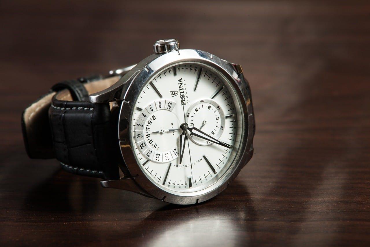 歩んだ人生に深みがある男性によく似合う腕時計