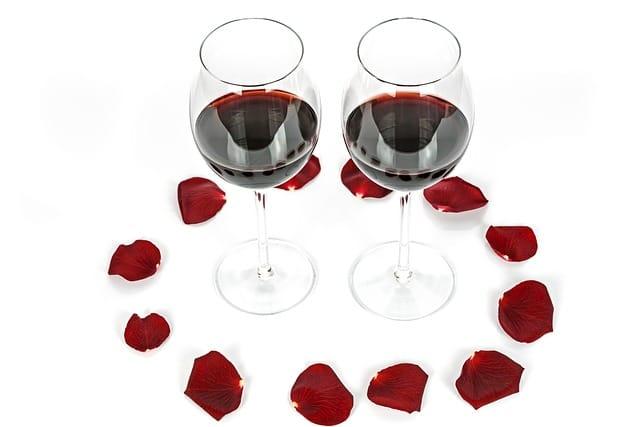 グラスに入った2つのワイン