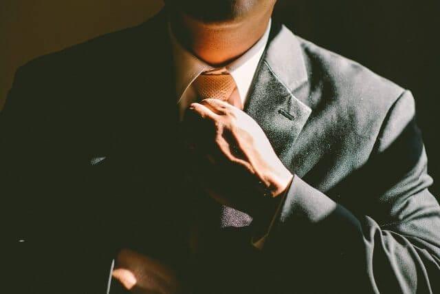 ビジネススーツとネクタイ