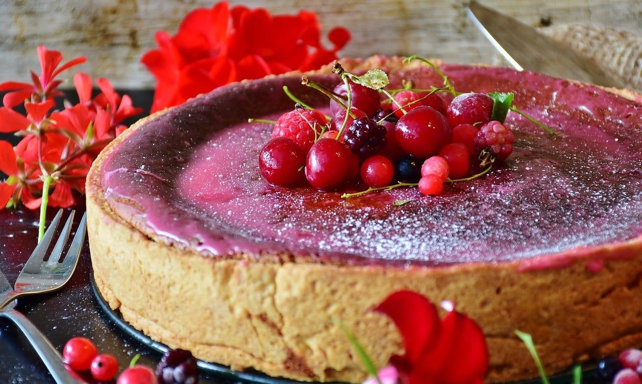 ホールサイズのベリータルトケーキ