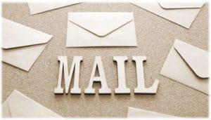 手紙の封筒とMAILという文字