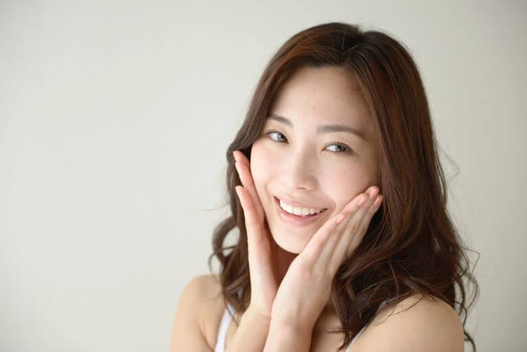 笑顔の素敵な女性