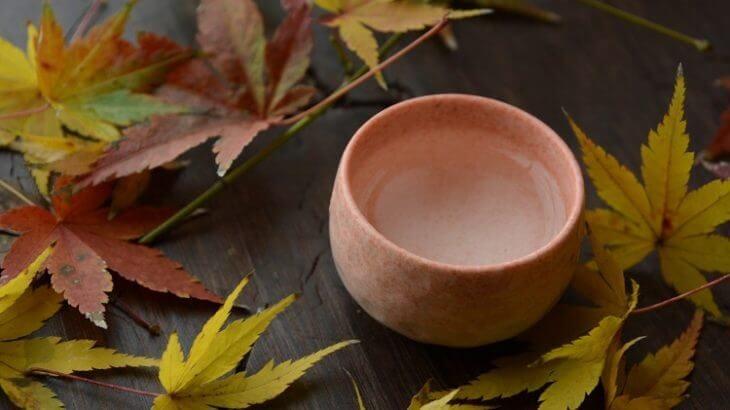 もみじの葉っぱとおちょこ(日本酒)
