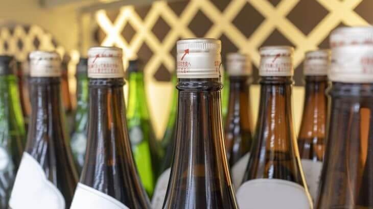 多くの日本酒の瓶