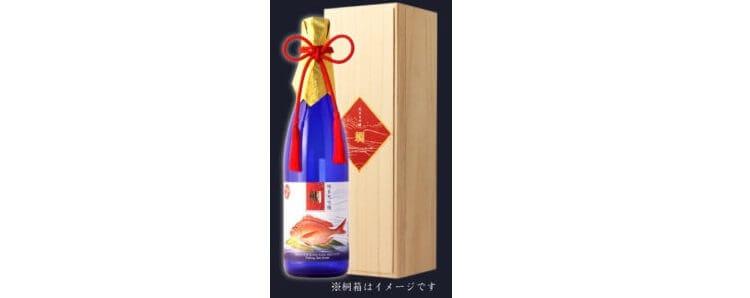 Κάντε κλικ στην εικόνα για να δείτε μεγαλύτερη εικόνα Sake Αντιστοίχιση Junmai Daiginjo Uo Takushu (σολομός Gyotaku) 720ml Tung Box (Sea Bream)