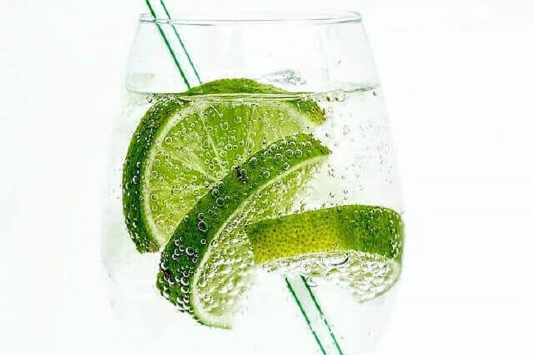 Πιείτε με φέτες ασβέστη