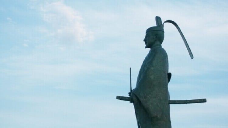 武将の銅像